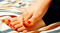 Letní otoky a nohy jako zolova? Varovný signál vážného onemocnění - anotační obrázek