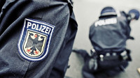 Násilných incidentů neustále přibývá, varují úřady. Migranti v Německu opět napadli policisty - anotační foto