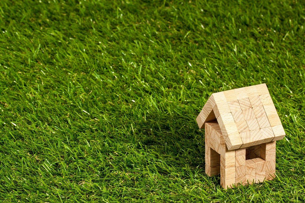 Čeká nás horké realitní léto. O hypotéky bude boj! - anotační obrázek