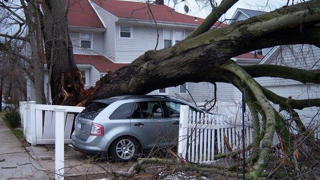 Do Česka se řítí velmi silný vítr. Zajistěte okna, předměty na zahradě. Nezdržujte se venku! - anotační obrázek