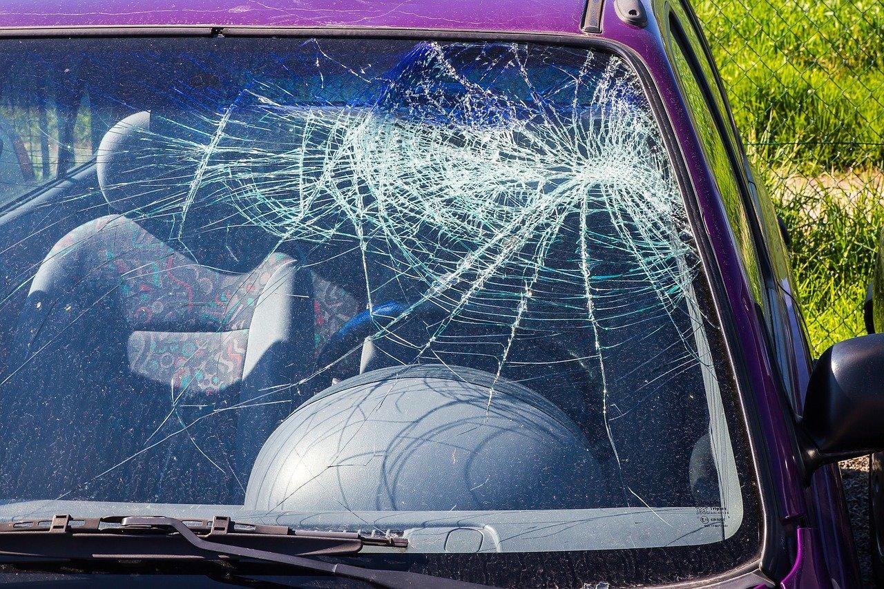 Můžete přijít o statisíce! Jak postupovat po nehodě? - anotační obrázek