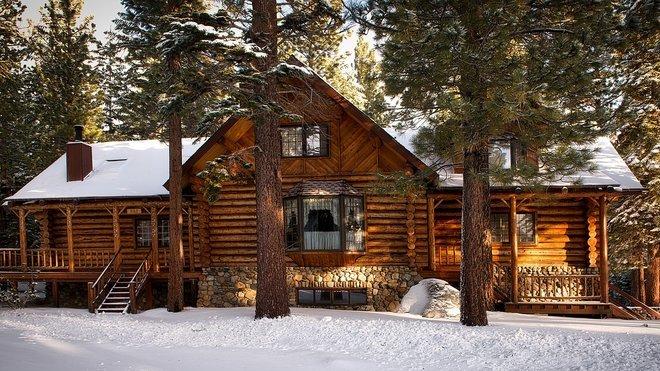 Zima pomalu klepe na dveře. Jak ochránit chatu či chalupu před počasím a zloději? - anotační obrázek