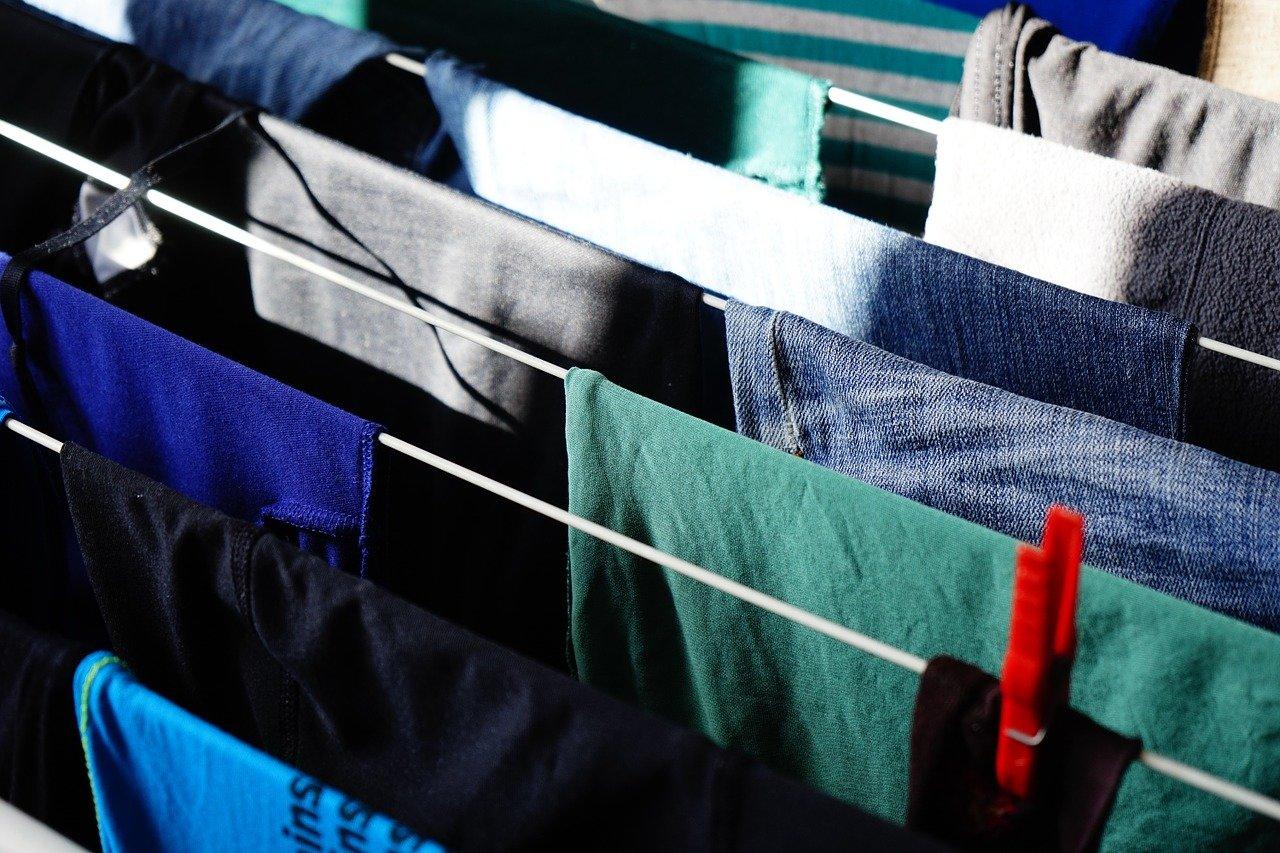 Jak sušit prádlo doma a vyhnout se plísni? - anotační obrázek