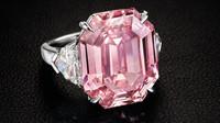 Růžový diamant Pink Legacy se vydražil za rekordní částku. Více než miliardu korun - anotační obrázek