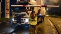 Muž v Angers vyhrožoval bombou