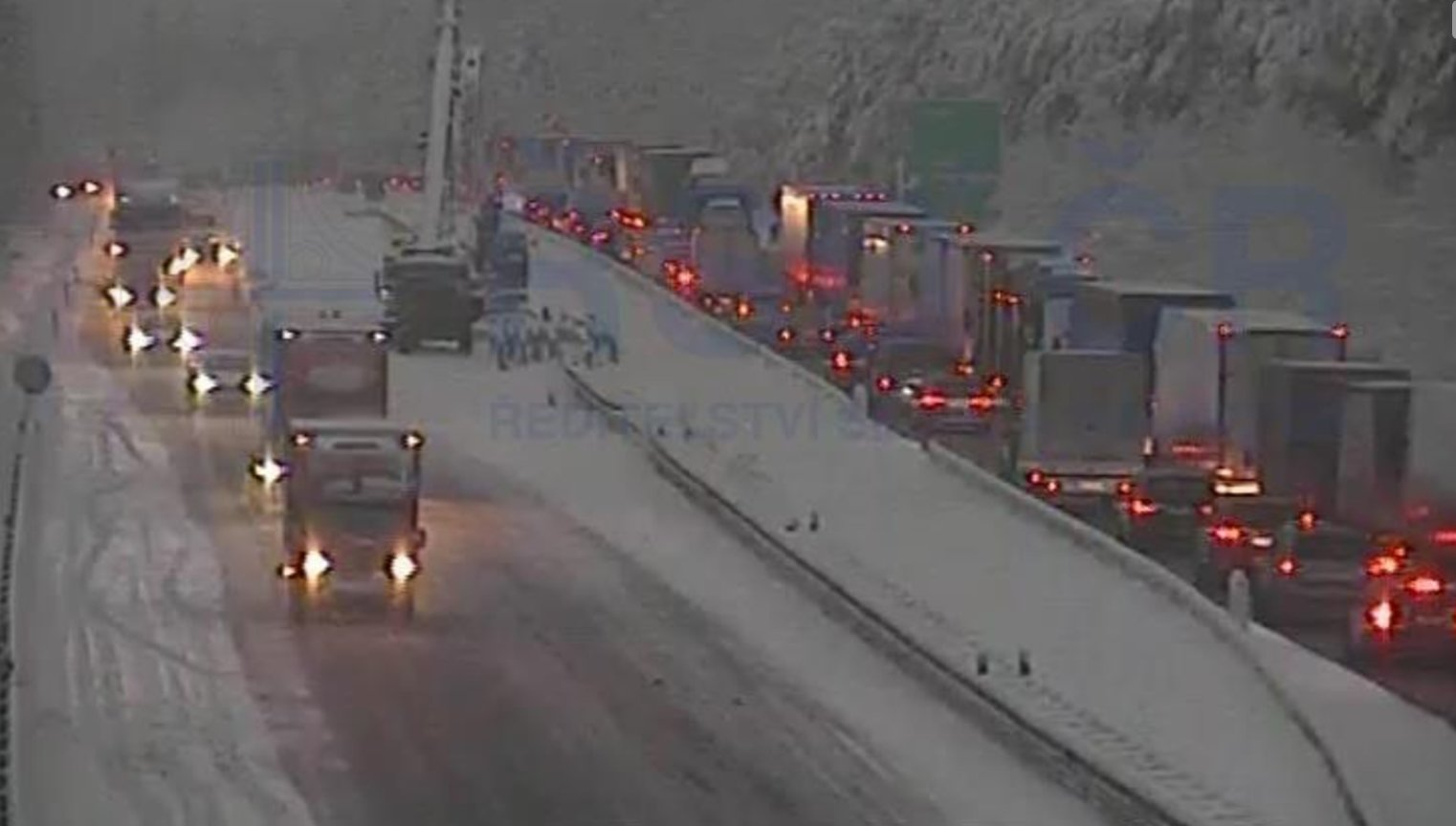 Hrůzná dálnice D1: Do pondělí opravte dálnici u Humpolce, nařídilo ŘSD stavařům - anotační obrázek