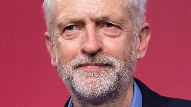 Corbyn pobouřil sněmovnu. Mayovou označil za hloupou ženskou - anotační obrázek