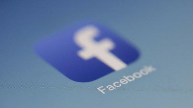 Facebook pohrozil omezením svých služeb - anotační obrázek