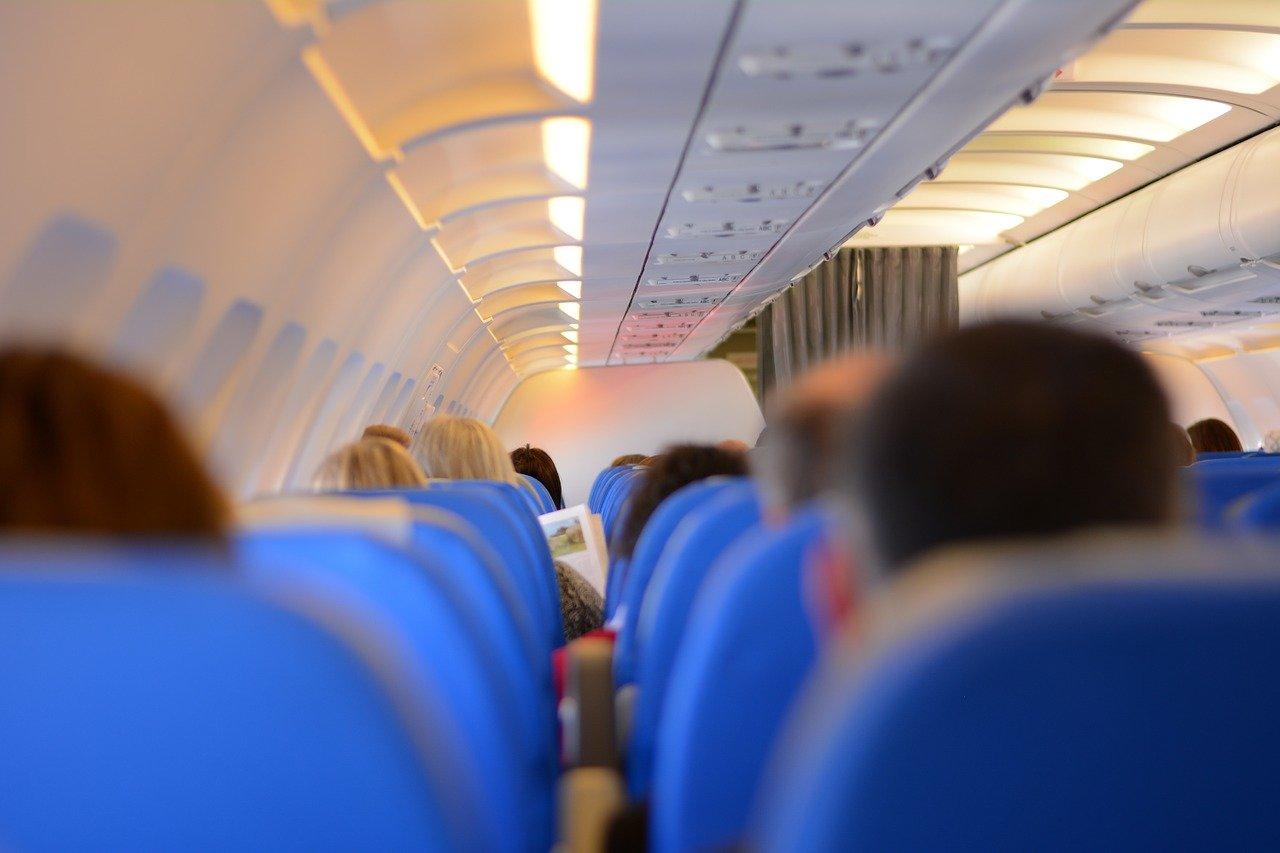 Letušky prozradily tajemství. Některé nápoje si raději v letadle nedávejte - anotační obrázek