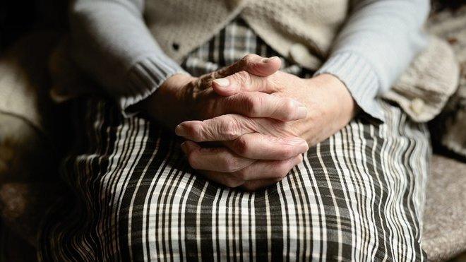 Důchodcům zůstane 80 korun? Experti spočítali, co je čeká příští rok. Výsledek je děsivý - anotační obrázek