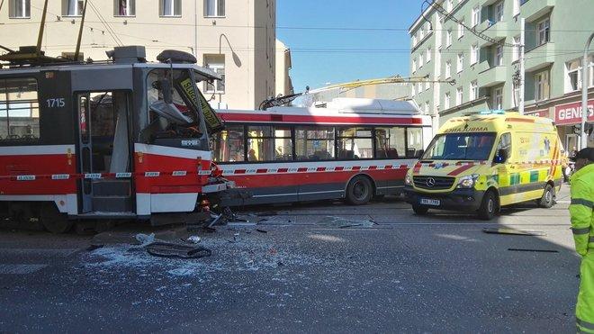 nehoda tramvaje a trolejbusu v Brně (1.4.2019)