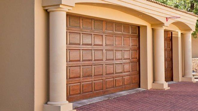 Jaká je historie garáží a proč jsou součástí domu? - anotační obrázek