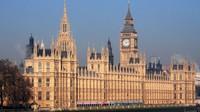 Britští konzervativci mají desetiprocentní náskok před labouristy - anotační obrázek