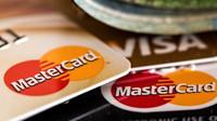 Důchodci ani neví, že mají dluhy. Jejich kreditní karty často užívá někdo z rodiny - anotační foto