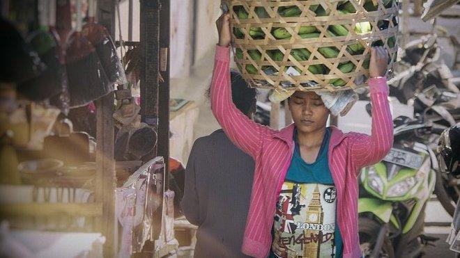 Vesnice bez matek. Indonéské ženy hromadně odcházejí za prací do zahraničí - anotační obrázek