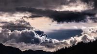 Předpověď počasí na noc a úterý 11. srpna. Meteorologové opět varují před bouřkami - anotační obrázek