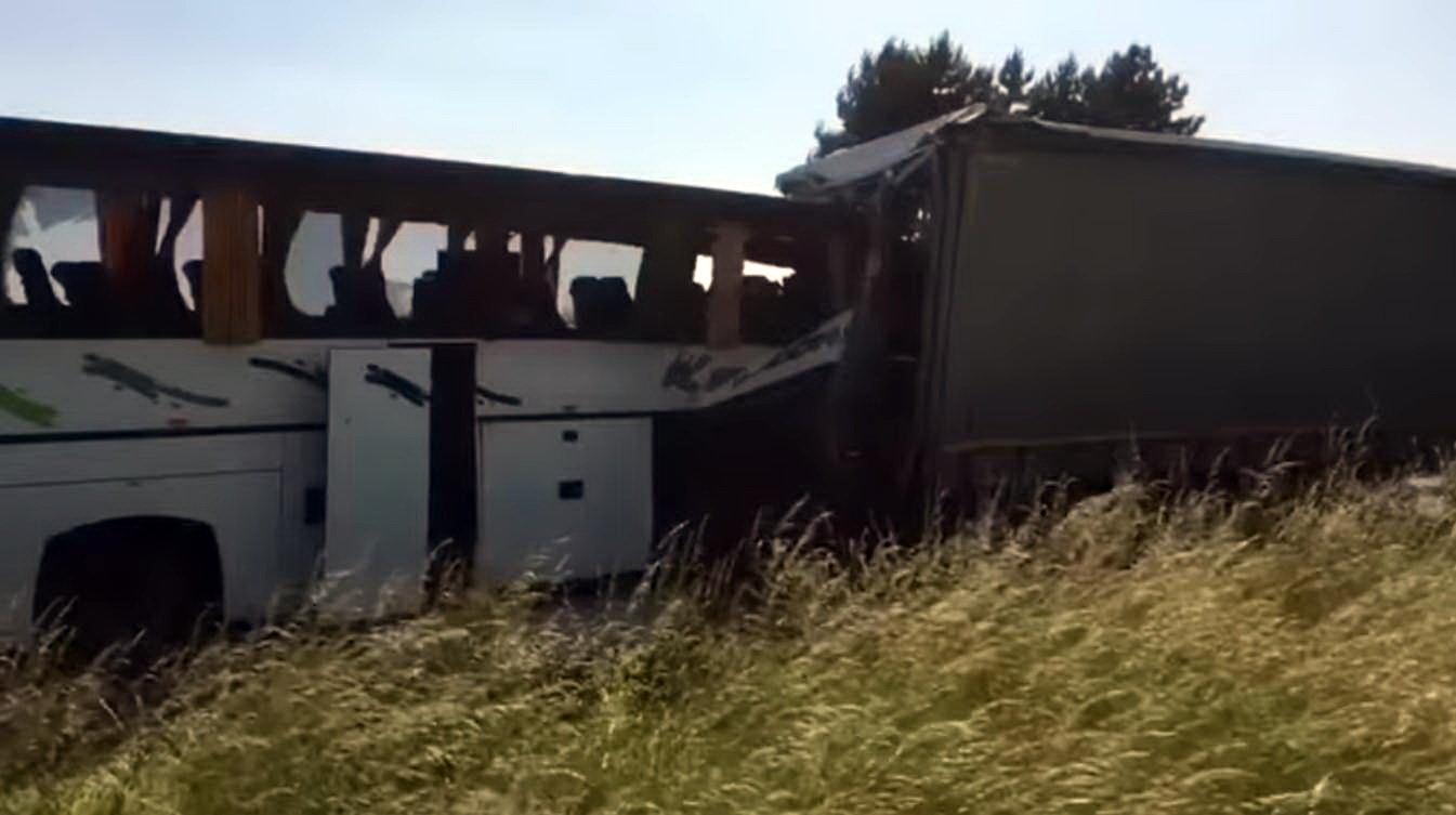 Nehoda autobusu s dětmi u Litovle (11.6.2019).