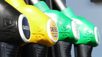 Pohonné hmoty v ČR dále rapidně zlevňují, benzín letos už o více než pět korun na litr - anotační foto