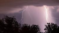 K zimě se přidají bouřky? Předpověď počasí na noc a čtvrtek 18. července - anotační obrázek