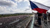 Dopravu v Praze čekají o víkendu uzavírky a dohled 500 policistů - anotační obrázek