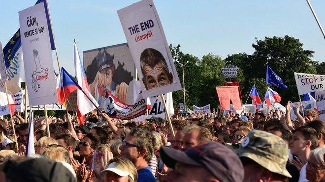 Demonstrace proti Babišovi - Letná 23. 6. 2019