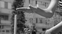 Pítka a fontány v horku osvěží. Dokud je vandalové nezničí - anotační obrázek