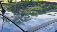 Poškozené auto kroupami
