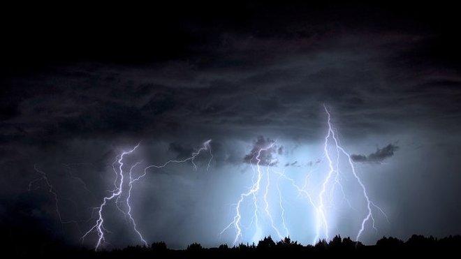 Meteorologové varují před silnými bouřkami. Předpověď počasí na noc a neděli 7. června - anotační obrázek