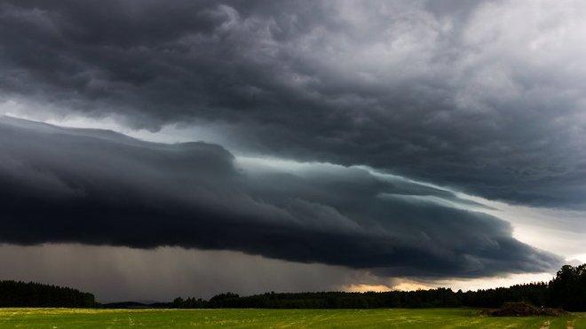 Bouřky dnes mohou být velmi silné, varují meteorologové. V sobotu se pak vrátí - anotační obrázek