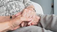 Důchodci dostanou těsně před volbami dárek v podobě výrazného přidání nad rámec valorizace - anotační foto