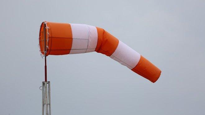 Česko zasáhne vichřice, upozorňují meteorologové. Předpověď počasí na pátek 21. února - anotační obrázek
