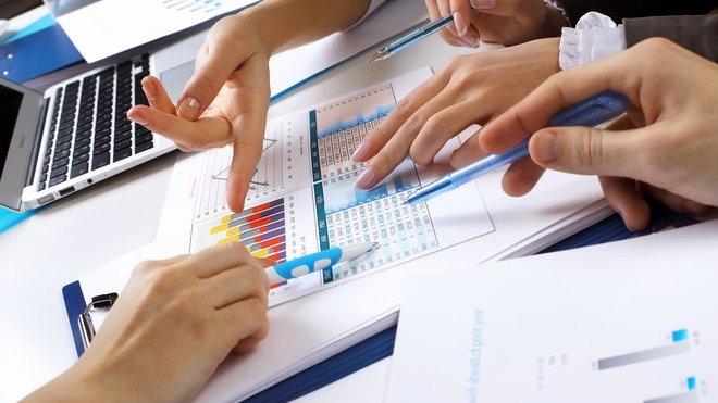 Vytloukat klín klínem není cestou kbezdlužnosti. Jak se zbavit nezvladatelných půjček?