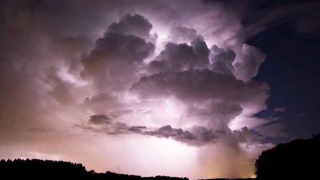 Déšť a bouřky budou dál panovat nad Českem. Předpověď počasí na noc a pátek 5. června - anotační obrázek