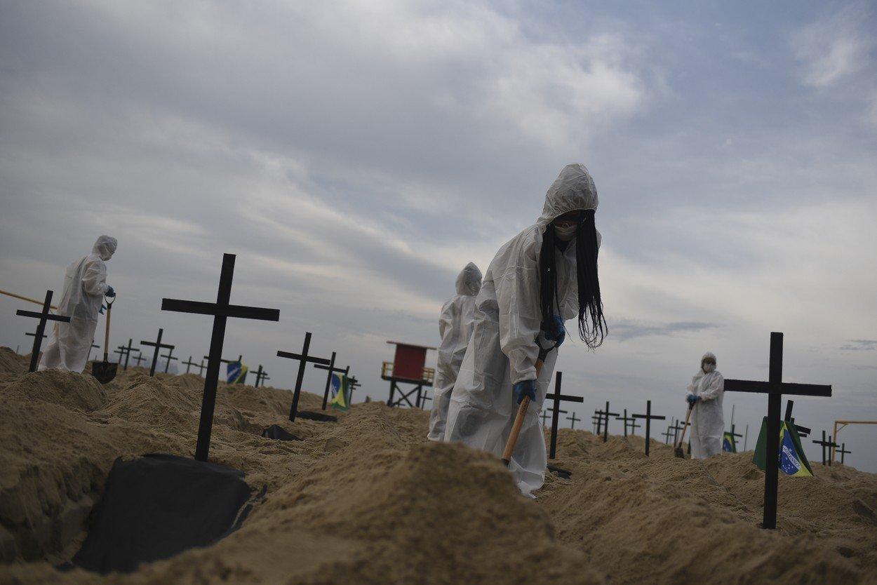 Na pláži Copacabana vznikly symbolické hroby obětem covidu-19