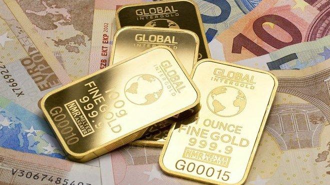 Světu hrozí citelná inflace i nová studená válka. Bohatí lidé investují do fyzického zlata, říká ekonom - anotační obrázek