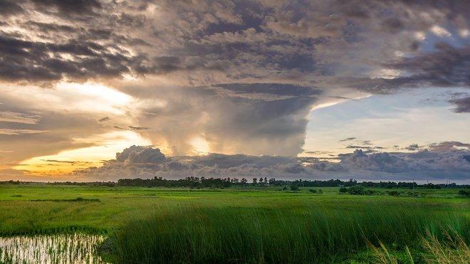 Teploty vyskočí až na 32 °C, hrozí silné bouřky. Předpověď počasí na noc a pátek 10. července - anotační obrázek