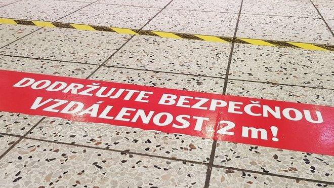 Počet nových případů covidu-19 v ČR se třetí den drží nad stovkou - anotační obrázek