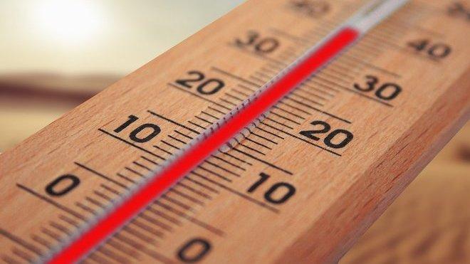 Meteorologové varují před vysokými teplotami. Předpověď počasí na noc a neděli 9. srpna - anotační obrázek