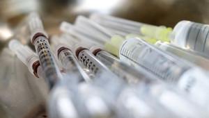 Lidé 45+ se mohou od dnešní půlnoci registrovat k očkování