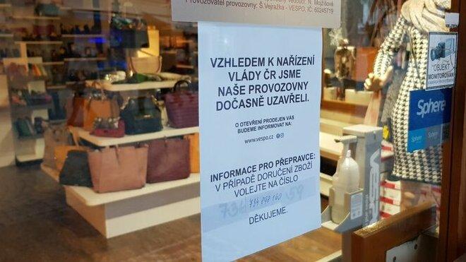 Vláda zavedla další omezení pro maloobchod a služby - anotační obrázek