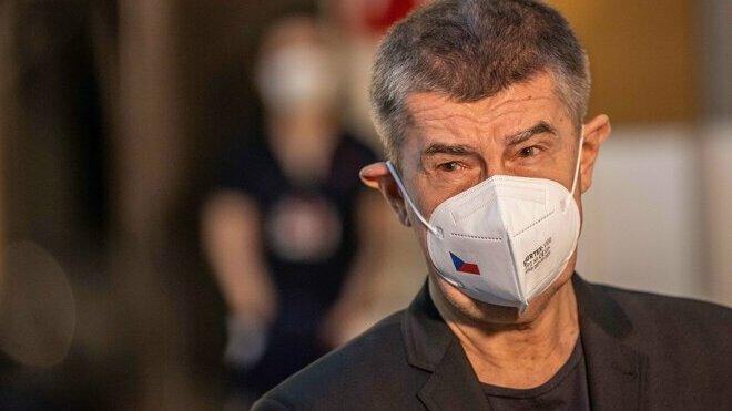Babiš rozvolňovat nechce, uvažuje o povinných respirátorech - anotační obrázek