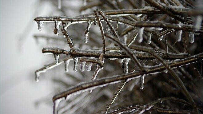 Předpověď počasí na noc a neděli 24. ledna. Meteorologové varují před sněhem a náledím - anotační obrázek