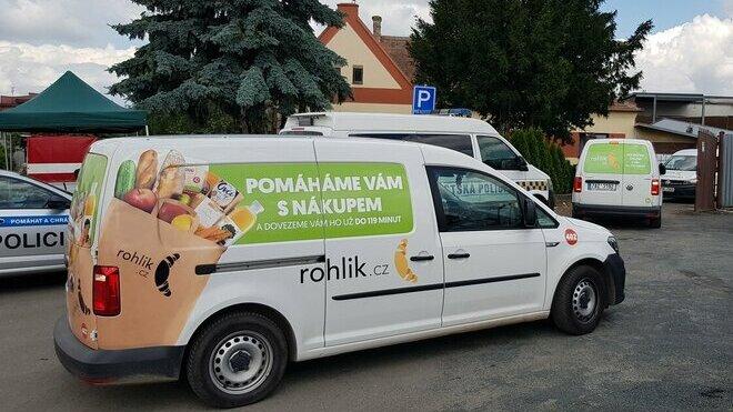 Rohlík.cz zavezl do postižených oblastí základní potraviny i dětské potřeby