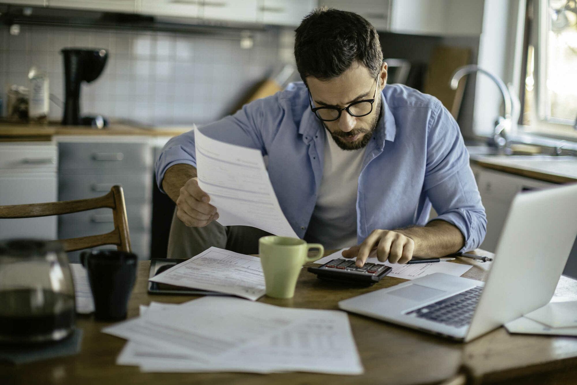 Pokud každý měsíc počítáte, jak splatit stávající půjčky, rozhodně si neberte další. A přemýšlejte o konsolidaci.